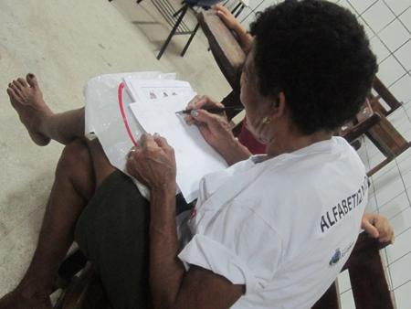 MST busca erradicação do analfabetismo em Fortaleza com metodologia cubana