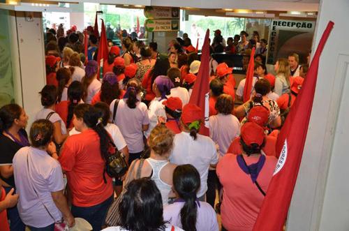 Mulheres do MST ocupam Incra de Porto Alegre e exigem Reforma Agrária