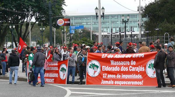 Cerca de 150 Sem Terra continuam com mobilizações na capital paranaense