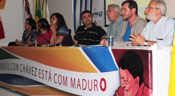 Partidos e movimentos sociais apoiam eleição de Maduro em ato político