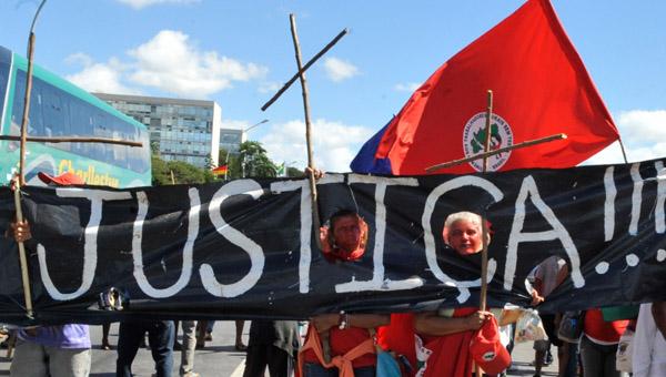 MST, quilombolas e movimento LGBT marcham por direitos humanos