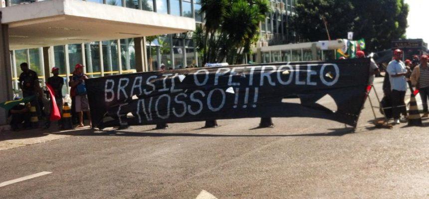 Movimentos e sindicatos ocupam ministério contra leilão do petróleo