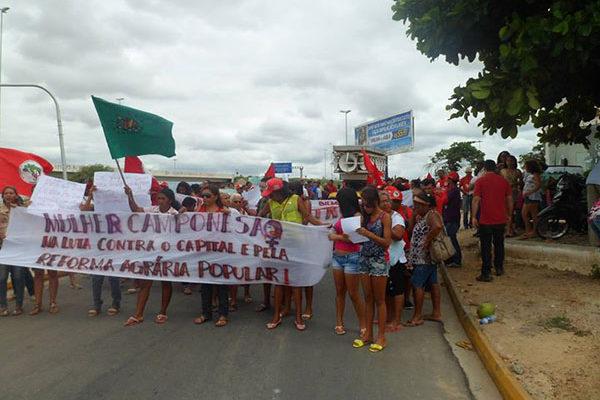 Em Recife, camponesas ocupam Incra por Reforma Agrária Popular