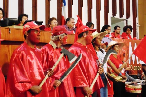 Na Bahia, MST recebe homenagem pelos 30 anos de luta e resistência