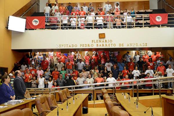 Assembleia Legislativa de Sergipe homenageia os 30 anos de luta do MST