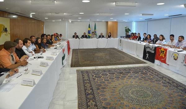 Em reunião com Dilma, juventude cobra Reforma Agrária e reforma política