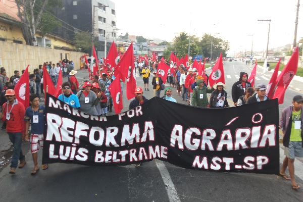 Mil Sem Terra marcham rumo à capital paulista
