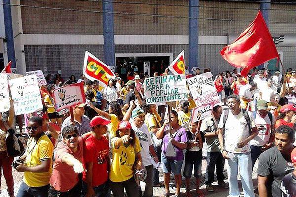 Movimentos sociais saem às ruas em luta pelo Plebiscito Constituinte