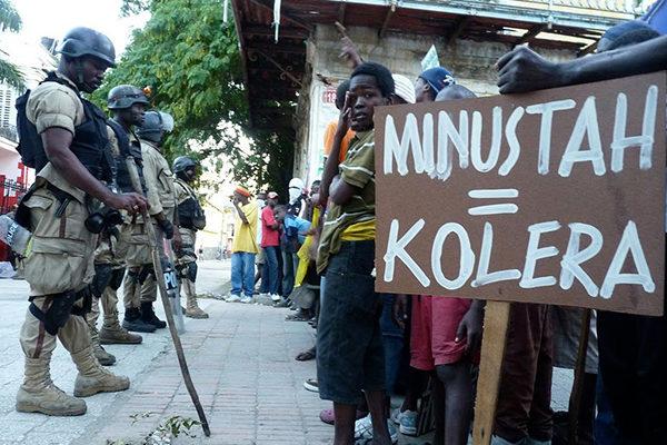 """Já passou da hora da MINUSTAH sair do Haiti"", afirma historiador"