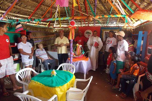 Acampados inauguram Biblioteca Comunitária Dona Maurina