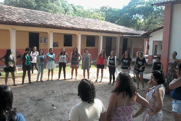 Camponesas estudam a relação das mulheres dentro e fora do MST