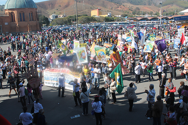 Grito dos Excluídos mobiliza milhares de pessoas no Santuário de Aparecida
