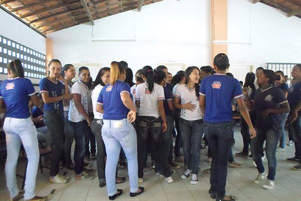 Jovens realizam oficina em escola pública e debatem Reforma Agrária