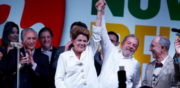 Reeleita, Dilma acena para os movimentos e promete reforma política