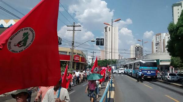 Sem Terra marcham pela desapropriação da fazenda de Eunício de Oliveira