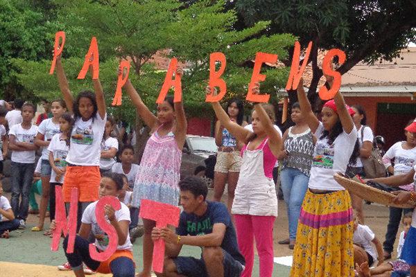 No Maranhão, Sem Terrinha lutam, brincam e estudam durante jornada