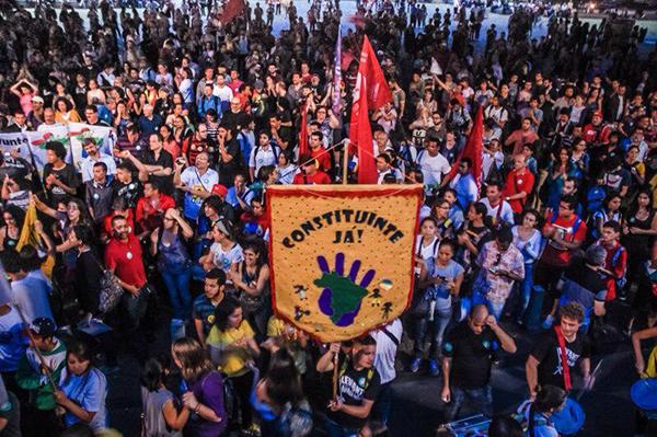 Movimentos sociais vão às ruas pela constituinte para reforma política