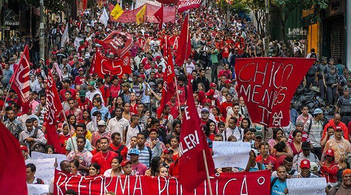 Ato em São Paulo reúne 20 mil em defesa da Constituinte e de reformas