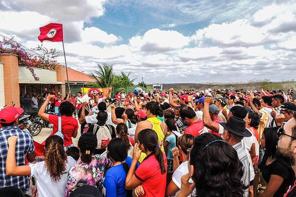 Cerca de mil Sem Terra celebram os 25 anos do MST no Ceará