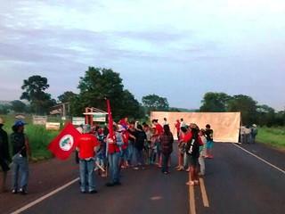 MST começa o ano trancando rodovias federais no Mato Grosso do Sul