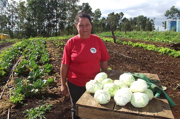 Maria Salete, responsável pela horta.jpg