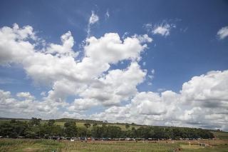 Dois mil policiais realizam despejo de milhares de famílias da fazenda de Eunício de Oliveira