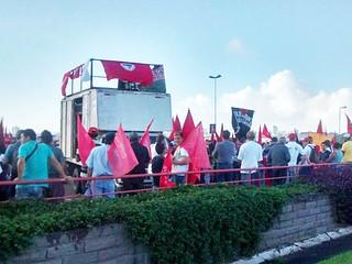 Mais de 4 mil camponeses da Via Campesina marcham pelas ruas de Porto Alegre