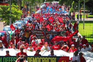 Milhares de trabalhadores e trabalhadoras ocupam as ruas de Campo Grande