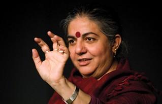 """""""A concentração dos recursos destrói a natureza e coloca vidas humanas em risco"""", afirma Shiva"""
