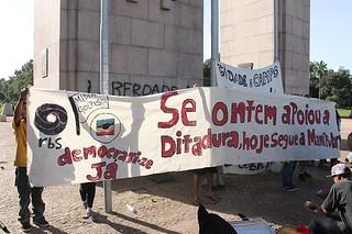 """Ato cultural """"descomemora"""" aniversário de 50 anos da Rede Globo em Porto Alegre"""