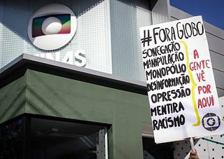 Protestos em todo país marcam os 50 anos da Globo