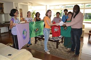 Via Campesina entrega estudos sobre transgênicos no Consulado do Equador