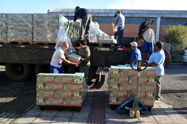 Sem Terra doam 50 mil litros de leite para Banco de Alimentos de SC