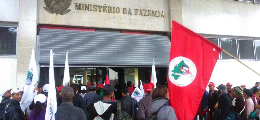 Em BH, trabalhadores ocupam Ministério da Fazenda contra a terceirização