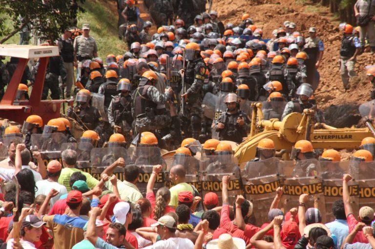 Entre o acesso social à terra e a repressão (i)legal desse direito