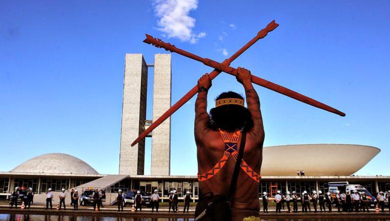 Indígenas denunciam governo por omissão na demarcação de suas terras