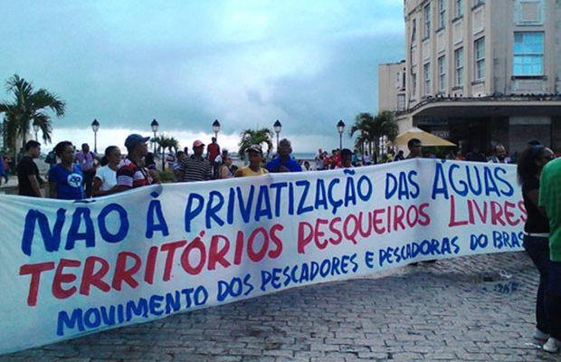 Pescadores fazem manifestações contra decreto que fere direitos da categoria