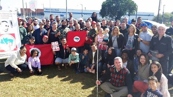 MST presta solidariedade aos trabalhadores demitidos da Mercedes
