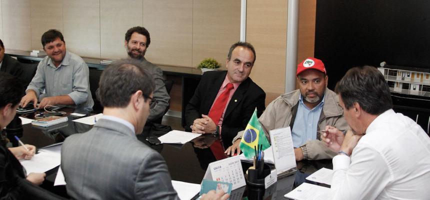 Contra seca, Sem Terra debatem projeto de irrigação com Ministério da Integração Nacional