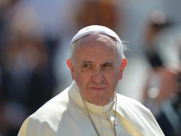Papa condena a forma como as empresas mineradoras tratam a população