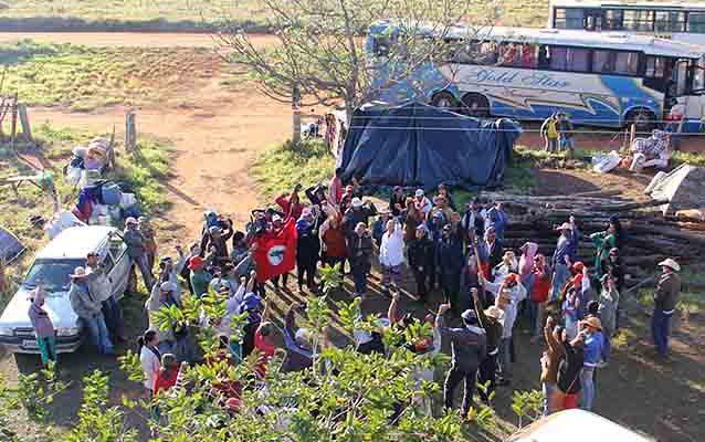 Cerca de mil famílias ocupam latifúndio em Casa Verde, no MS