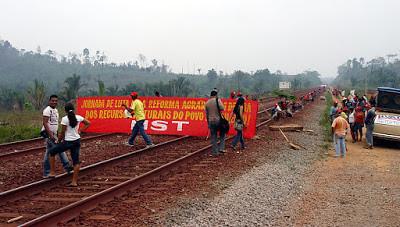 MST ocupa ferrovia da mineradora Vale no Pará