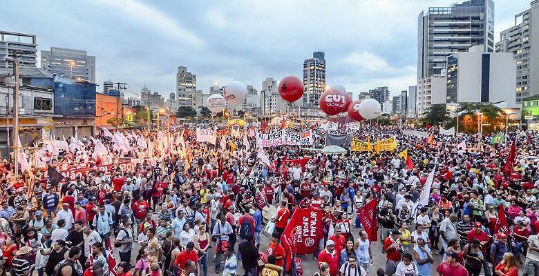Organizações vão às ruas por saída popular a crise política e econômica