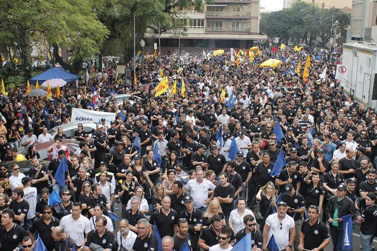 Assembleia unificada decide por greve dos servidores públicos do RS