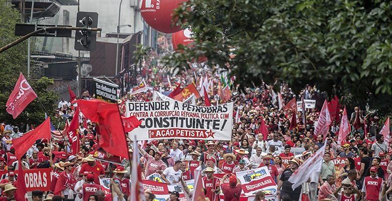 Movimentos e sindicatos querem 'saída pela esquerda' para crise política e econômica
