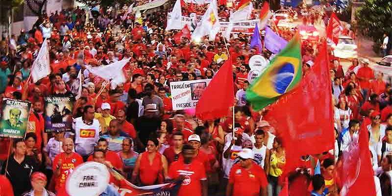 Em Pernambuco, bandeira da constituinte se colocou no centro dos atos