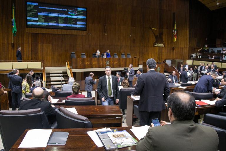 Assembleia Legislativa do RS aprova projeto para que empresas façam obras e doem equipamentos às escolas