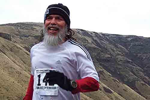 Maratonista usa corrida para mostrar MST que a mídia não divulga