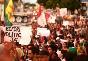Movimentos populares se reúnem para intensificar luta pela Constituinte