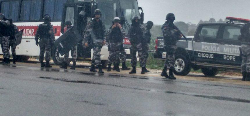 Na Paraíba, Sem Terra trancam rodovia em protesto contra ações de despejo